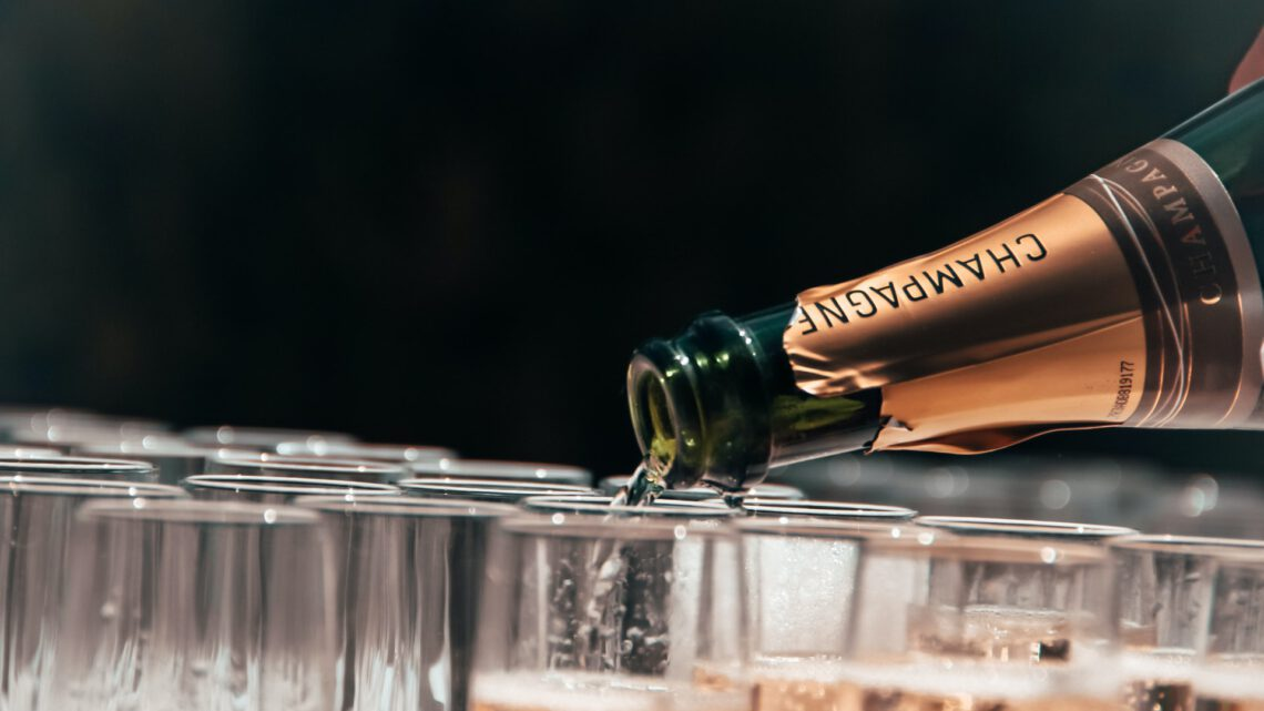 Iets feestelijks te vieren, trek eens een heerlijke fles Moet Champagne open